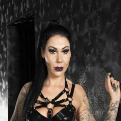 Lady Cora - Dominas und Bizarrladies Berlin